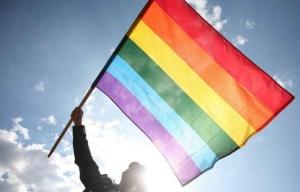 648x415_drapeau-arc-en-ciel-symbole-communaute-homosexuelle